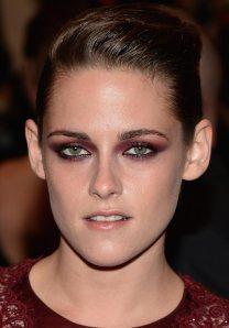 kristen-stewart-burgundy-eye-makeup-2013-met-gala